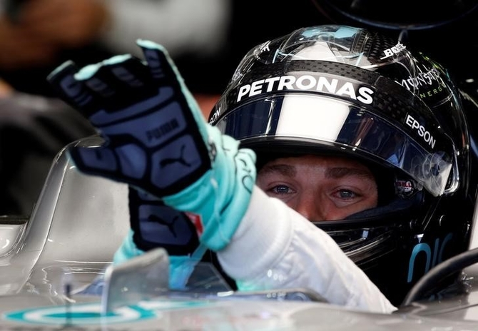 Rosberg storms to pole in Singapore