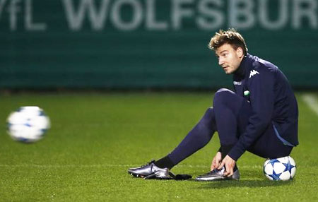 Wenger surprised by Bendtner's move to Forest