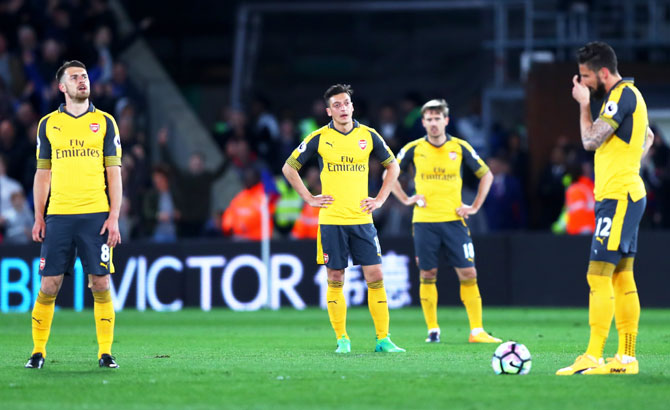 (Left-Right) Arsenal's Aaron Ramsey, Mesut Ozil, Nacho Monreal and Olivier Giroud wear a dejected look during the match against Crystal Palace