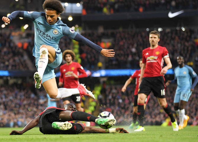 Manchester derby: United hold on for goalless draw at City
