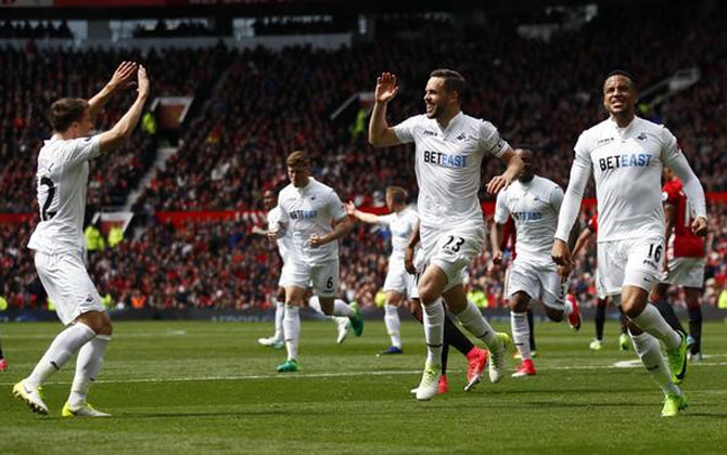 EPL: United's top four hopes suffer after Swansea draw