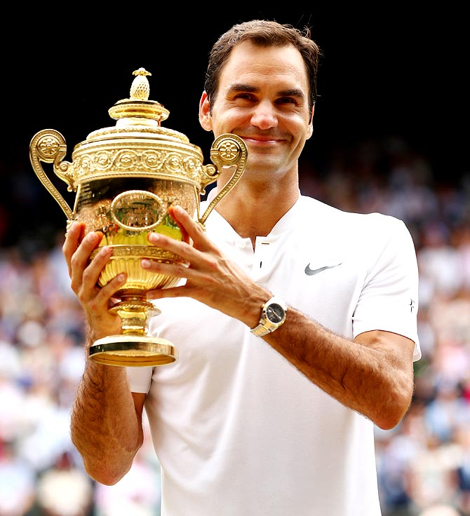 Record-breaking Federer goes past Sampras, Renshaw