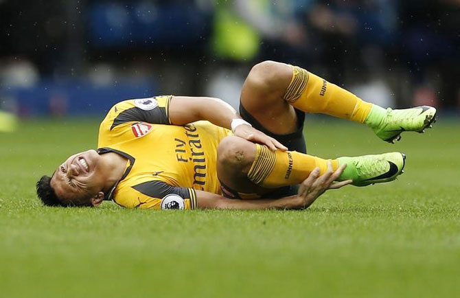 Injured Sanchez could miss World Cup qualifiers
