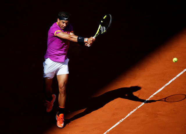 Rafael Nadal plays a backhad return during his match against Fabio Fognini