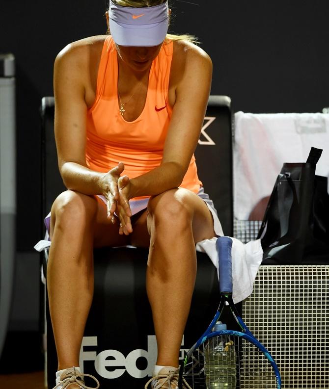 Sharapova retires hurt in Rome, Wimbledon main draw hopes hit