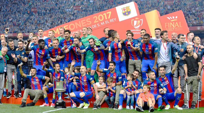 FC Barcelona players celebrate with the trophy after winning the Copa del  Rey Final 714b00607