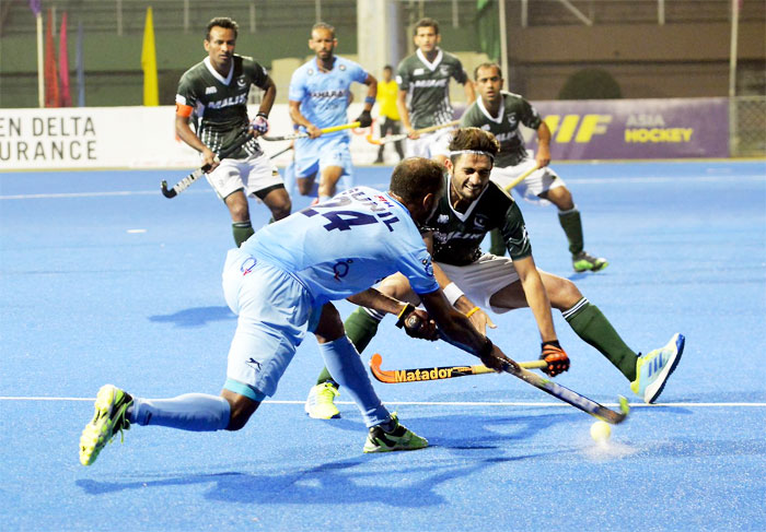India's SV Sunil checks a Pakistan player during their match