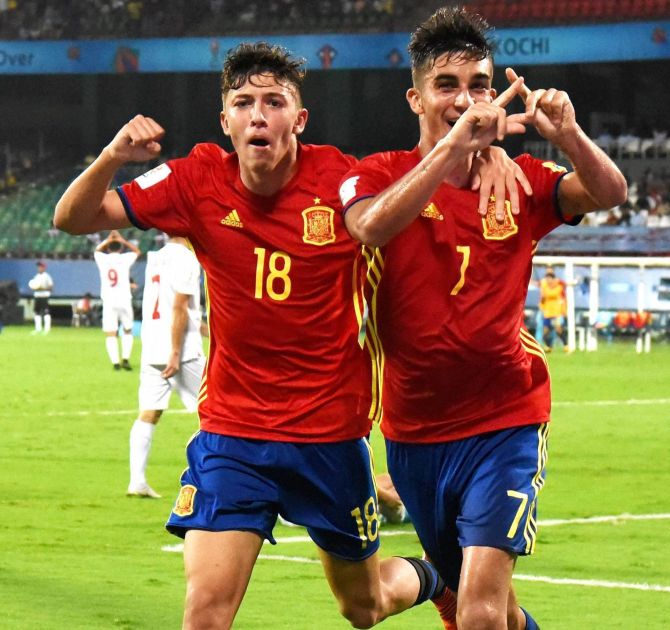 Action in the Spain vs Iran Under-17 World Cup match