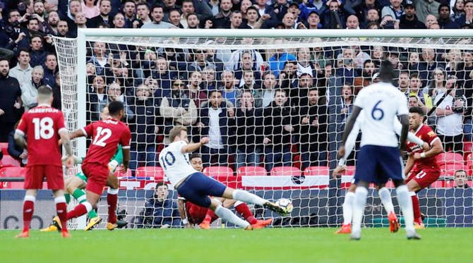 EPL PICS: Kane scores twice as Tottenham crush Liverpool