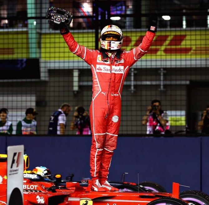 Vettel on pole in Singapore, Hamilton fifth