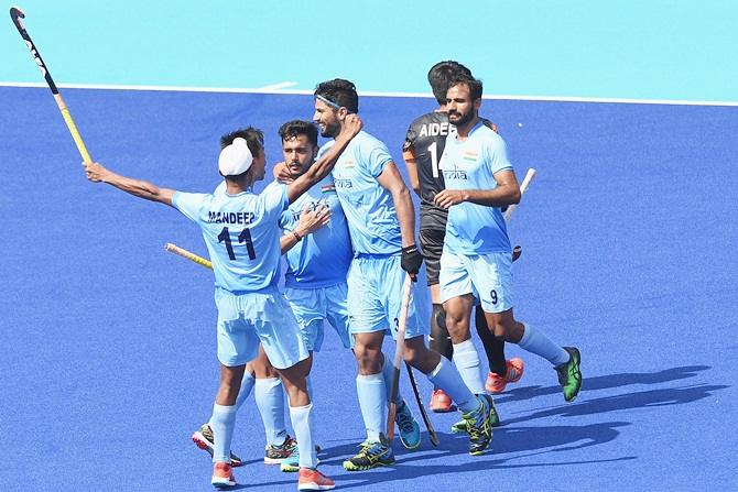 India down Malaysia to enter men's hockey semis