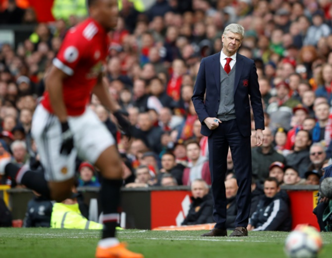 EPL: Fellaini header condemns Wenger to Old Trafford defeat
