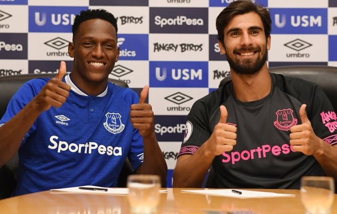 Transfer updates! Everton sign Barca's Mina and Gomes