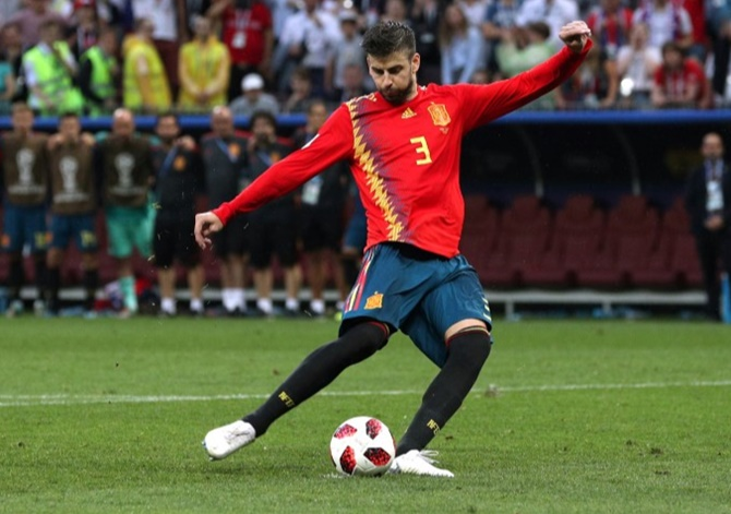 Football Briefs: Pique announces end of international career
