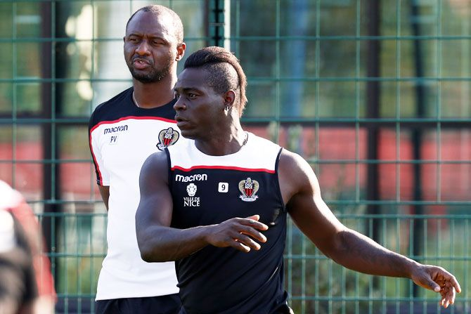 Nice's Mario Balotelli and Nice coach Patrick Vieira during training