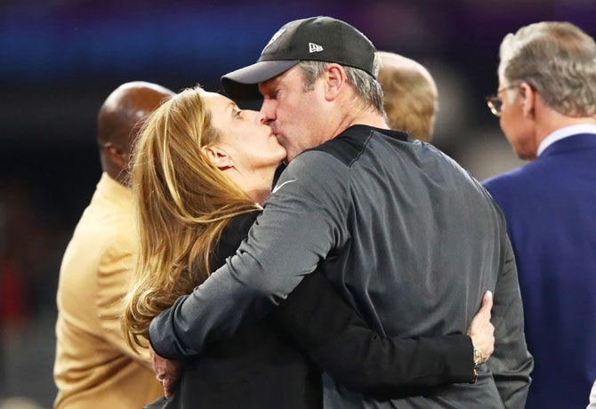 Philadelphia Eagles' Head coach Doug Pederson celebrates with his wife Jeannie Pederson after the win
