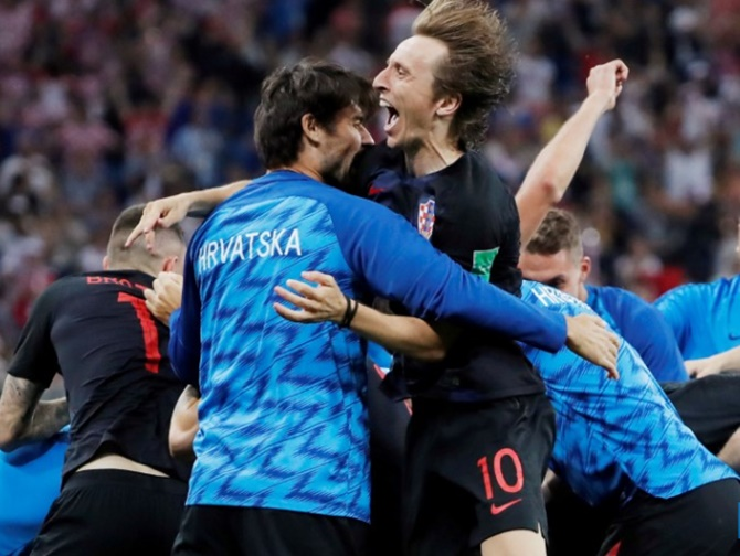 Croatia stutter closer to World Cup glory