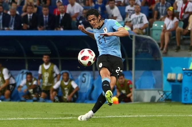 Uruguay hoping swollen calf will not keep Cavani out of France game