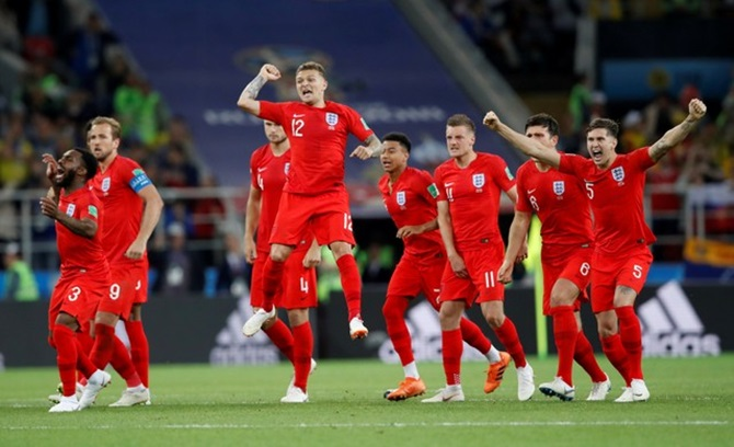 PHOTOS: England find a new calmness to banish the hoodoo
