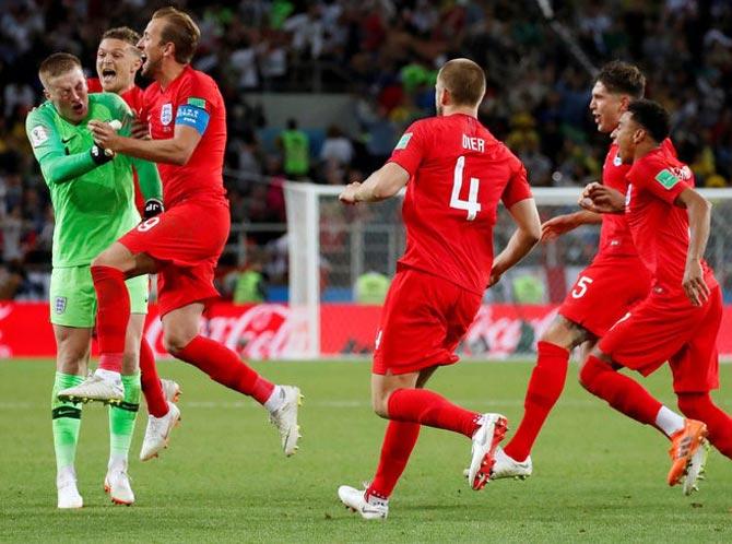 Maradona calls English win 'monumental robbery'; slams referee