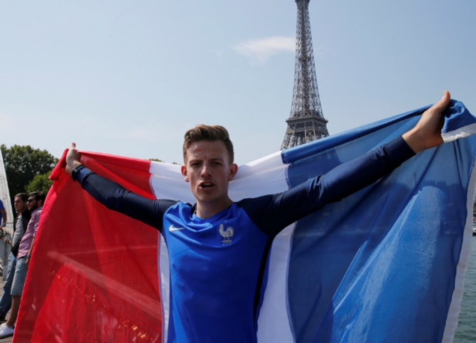 Hopeful fans gather in Paris, willing 'Les Bleus' to World Cup victory