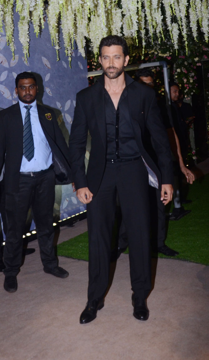 Hrithik Roshan looked all dapper in a black suit