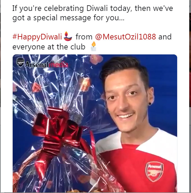 Mesut Ozil wishes Arsenal fans through their Twitter handle
