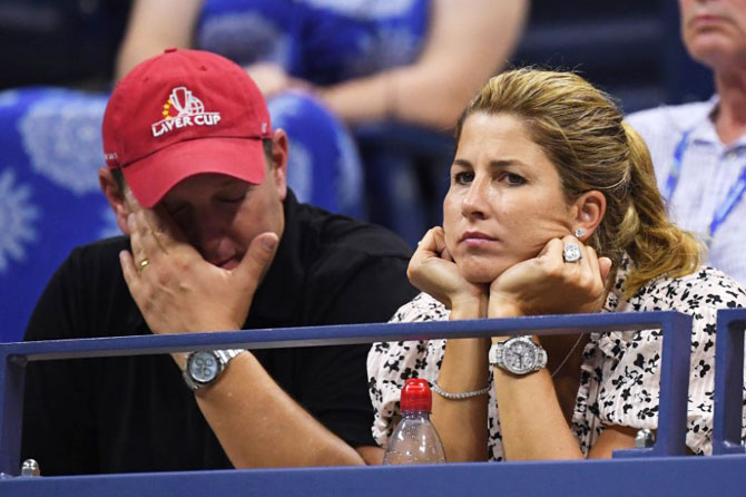 Roger Federer's wife Mirka wears a dejected look after the match