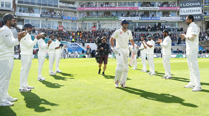 England'S Alastair Cook is given a guard of honour by India players as he walks out to bat