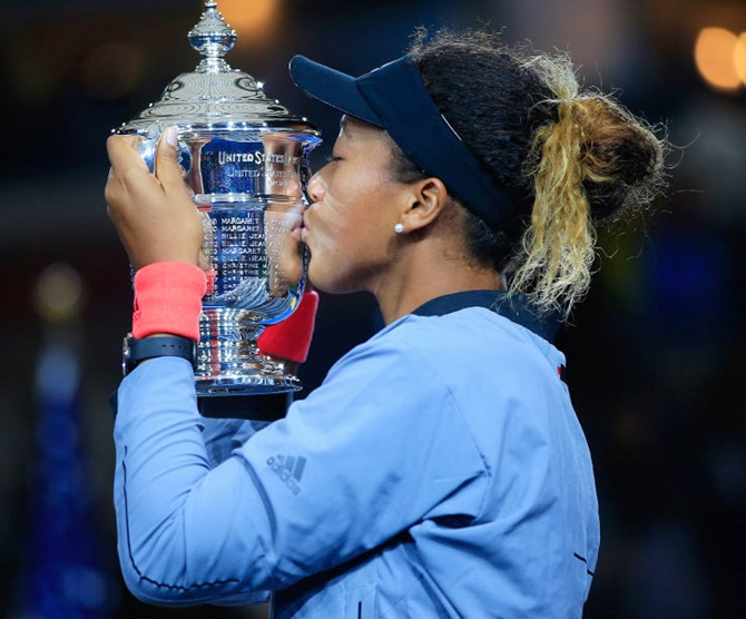 Naomi Osaka of Japan kisses the US Open championship trophy