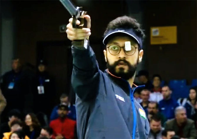 Abhishek shoots World Cup gold, bronze for Chaudhary
