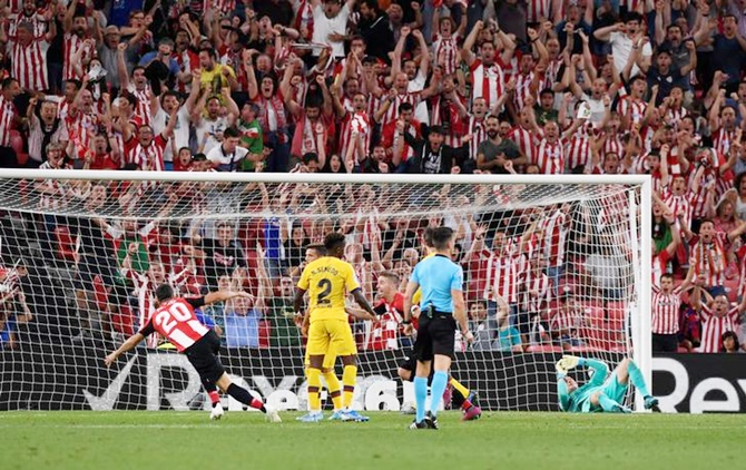 Aritz Aduriz celebrates scoring the match-winner for Athletic Bilbao against Barcelona in the La Liga on Friday.