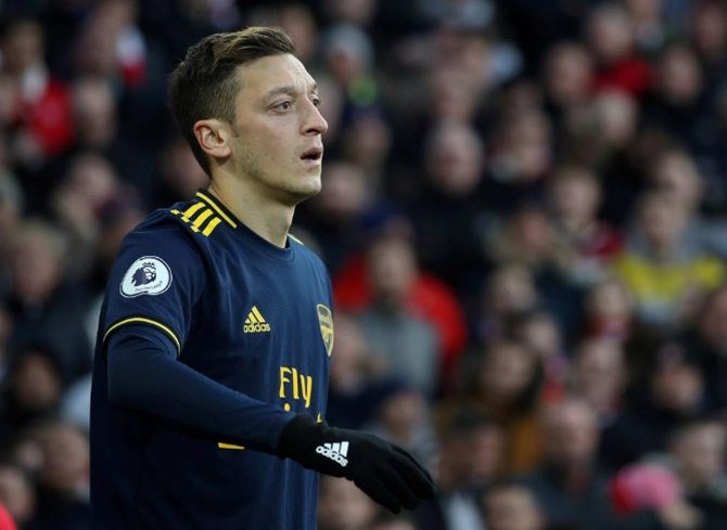 Extras: China cancels Arsenal game after Ozil hits out