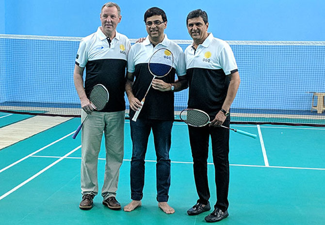 Rediff Sports - Cricket, Indian hockey, Tennis, Football, Chess, Golf - PIX: Legends Padukone, Frost on court with chess great Vishy!