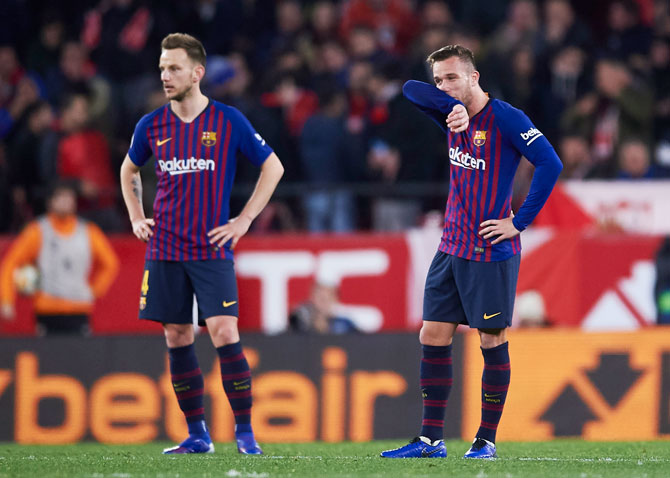 FC Barcelona's Arthur Melo and Ivan Rakitic (left) react after Sevilla's second goal
