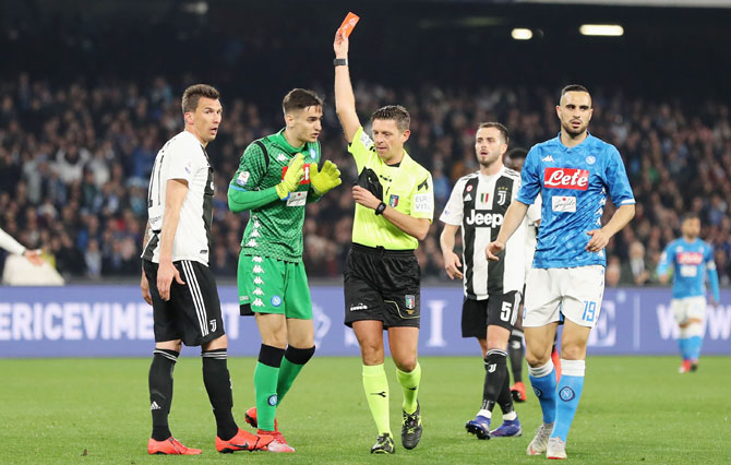 Referee Gianluca Rocchi shows the red card to SSC Napoli's Alex Meret during the Serie A match between SSC Napoli and Juventus at Stadio San Paolo in Naples, Italy, on Sunday