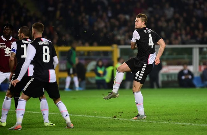 Matthijs de Ligt celebrates scoring for Juventus.