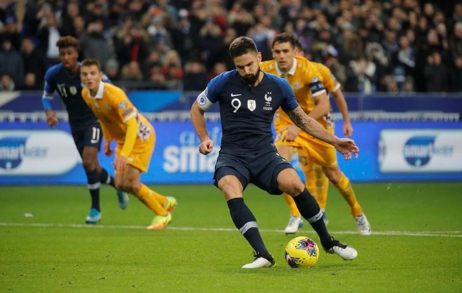 Olivier Giroud takes the penalty kick to score France's second goal against Moldova.