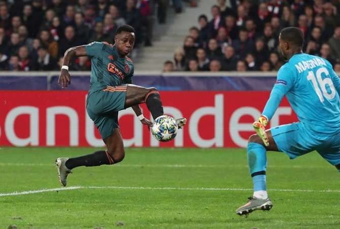 Quincy Promes scores Ajax's second goal against Lille.