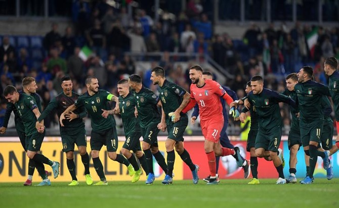 Italy's players celebrate after beating Greece and qualifying for Euro 2020 at the Stadio Olimpico, in Rome, on Saturday.