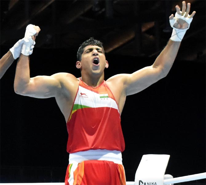 Boxing Worlds: Four Indians march into quarters