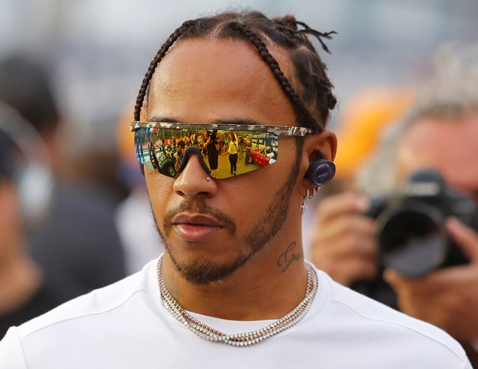Hamilton feels Ferrari are hungrier than Mercedes