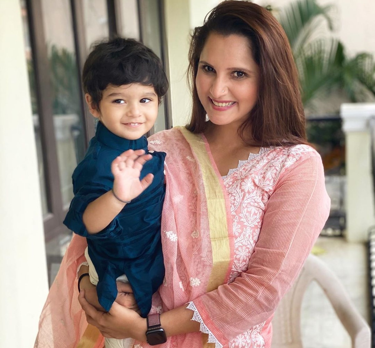 SEE: Sania teaches little Izhaan about traffic lights