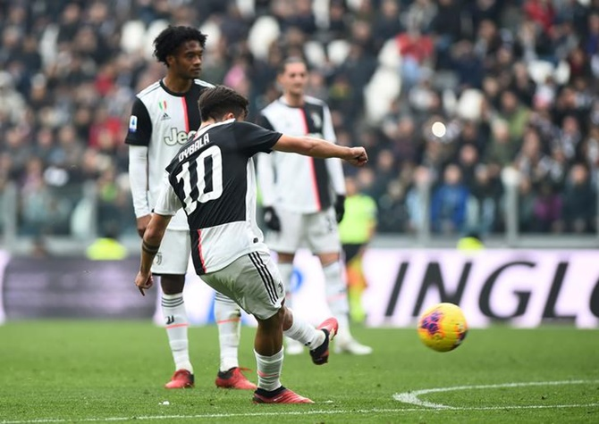 Juventus ease to win over 10-man Brescia