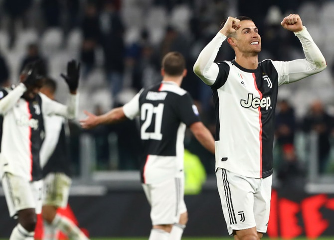 Soccer PIX: Ronaldo strikes; PSG in League Cup final
