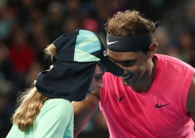 Nadal seals place in Round 3 with a kiss