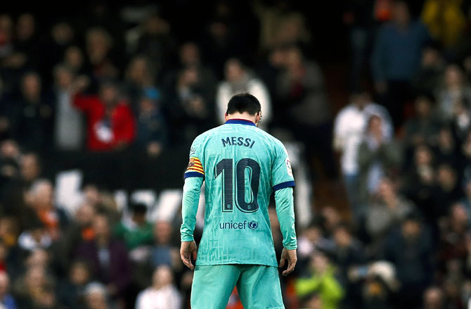 PHOTOS: Barcelona overpowered by rampant Valencia