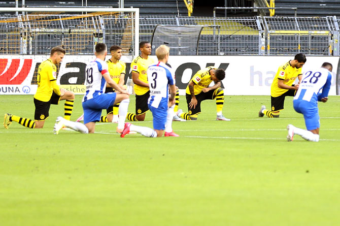 Dortmund players kneel in tribute to George Floyd