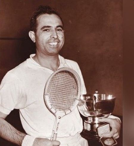 Pak squash great Azam Khan dies of coronavirus