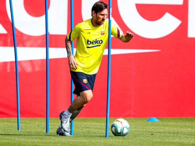 Barcelona's first team returned to training last week